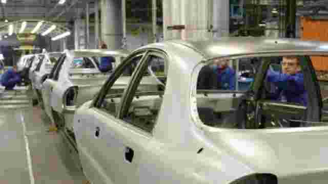 В Україні виробництво автомобілів скоротилося на третину з початку року