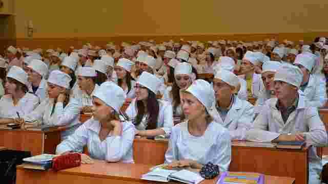 Студентів медичних вишів зобов'язали проходити військову підготовку