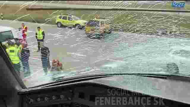 Літак з футболістами «Фенербахче» здійснив екстрену посадку через зіткнення з птахами