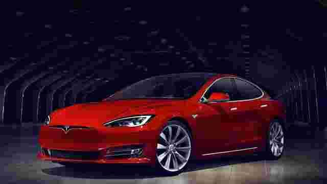 Tesla почала випуск автомобілів з повноцінним автопілотом