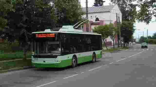 У поминальні дні до львівських кладовищ курсуватиме більше транспорту