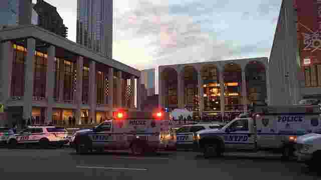 У Нью-Йорку чоловік розвіяв прах свого друга під час опери у Метрополітен-опера