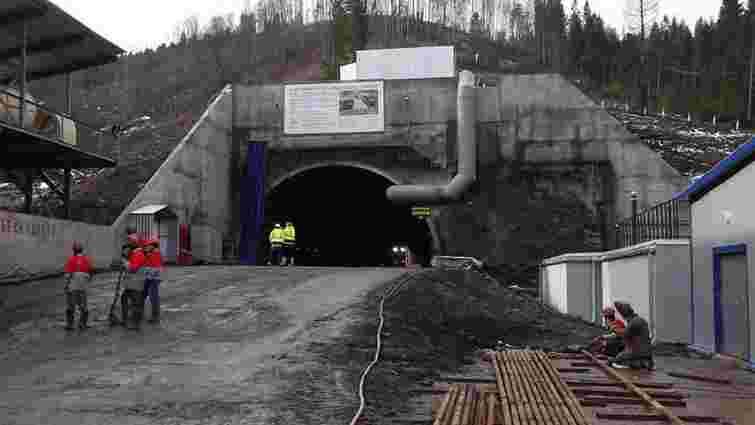«Укрзалізниця» завершила основні роботи з будівництва Бескидського тунелю