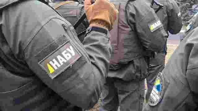НАБУ затримало трьох зловмисників, які вимагали хабар за працевлаштування кандидата детективом