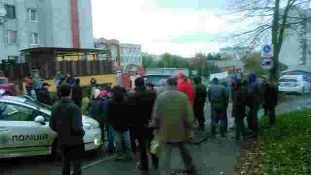 На скандальному будівництві у Львові сталися сутички між мешканцями та охоронцями