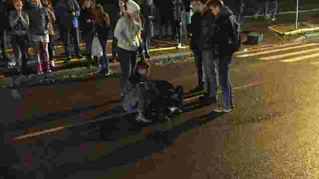 У Львові водій збив на переході дівчину і втік, покинувши автомобіль