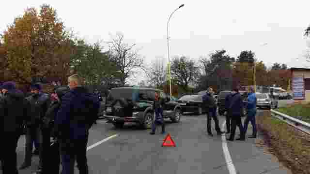 На Закарпатті власники авто з іноземною реєстрацією заблокували кордон
