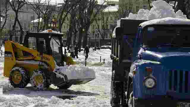У Львові понад 60 машин очищають вулиці від снігу