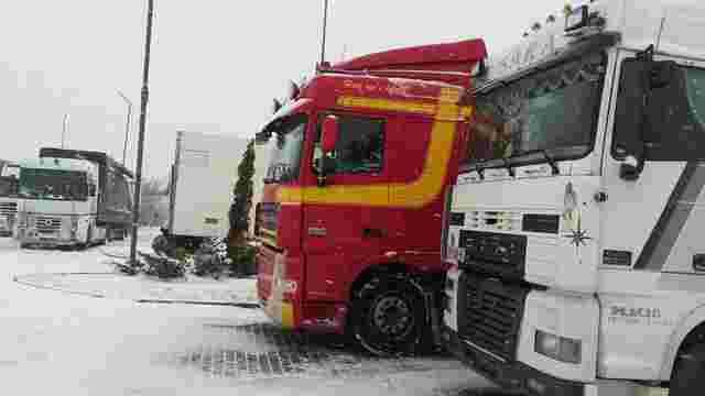 Через погодні умови у Львів заборонили заїзд вантажівок