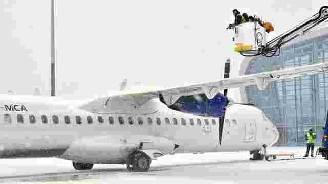 Через снігопади у аеропорту «Львів» скасували п'ять авіарейсів