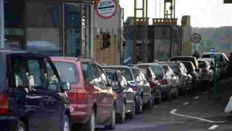 На КПП «Ужгород» скасували спрощений перетин кордону для автомобілів з іноземними номерами