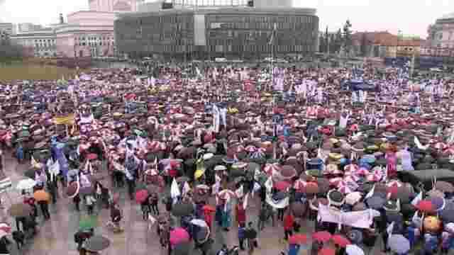 У Польщі тисячі людей вийшли на протести проти освітньої реформи