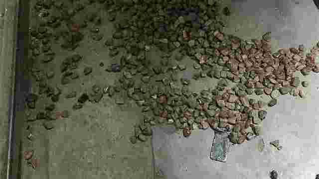 Рава-руські митники вилучили майже 6 кг контрабандного бурштину