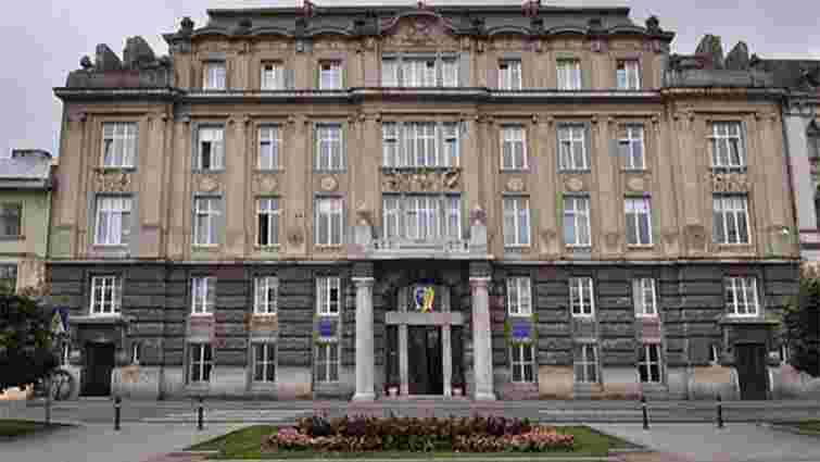 Львівські прокурори приватизували половину з наданих міськрадою службових квартир
