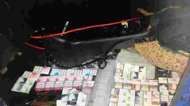 В Шегинях в автомобілі вилучили тисячу пачок контрабандних сигарет вартістю ₴23 тис.
