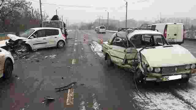 Внаслідок зіткнення двох авто у Львові госпіталізували трьох людей