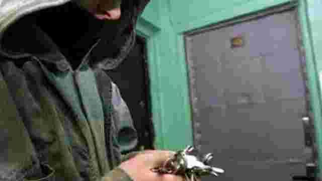 У Червонограді затримали квартирного злодія, який проник у приміщення з господинею всередині
