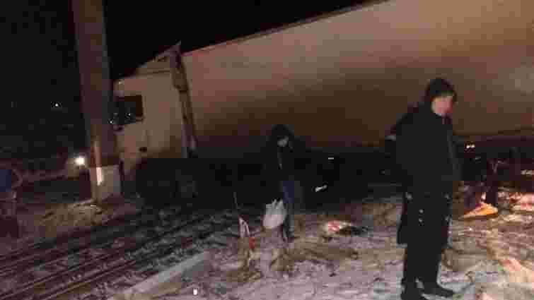 На Львівщині внаслідок ДТП вантажівка заблокувала три станційні колії