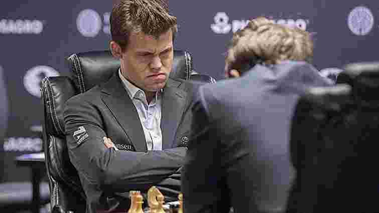 Норвежець Магнус Карлсен відстояв звання чемпіона світу з шахів у поєдинку з росіянином