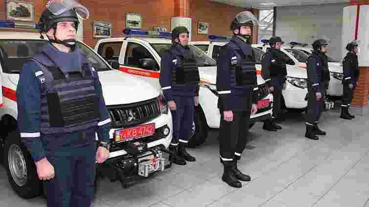 Українські рятувальники отримали 12 автомобілів для розмінування від ЮНІСЕФ та уряду Японії