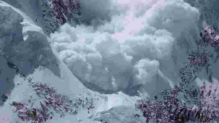 Українців попередили про небезпеку снігових лавин у Карпатах