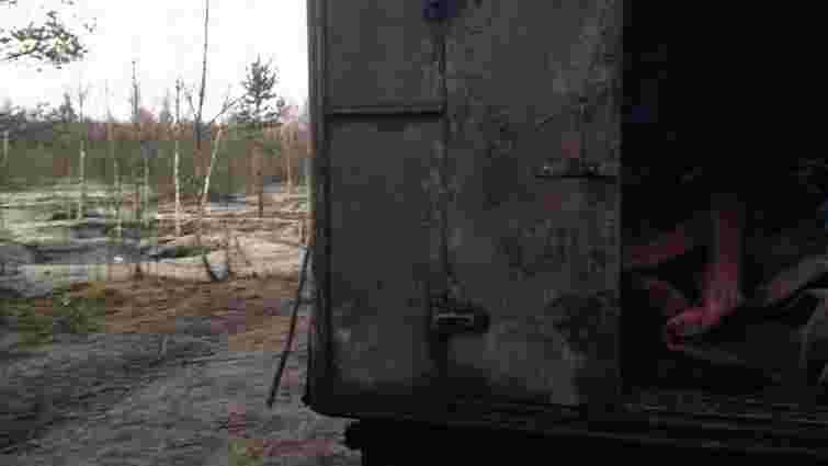 На Житомирщині прикордонники виявили дев'ятьох нелегальних копачів бурштину
