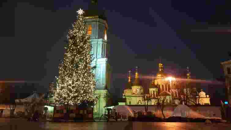 На головній ялинці України запалили новорічні вогні