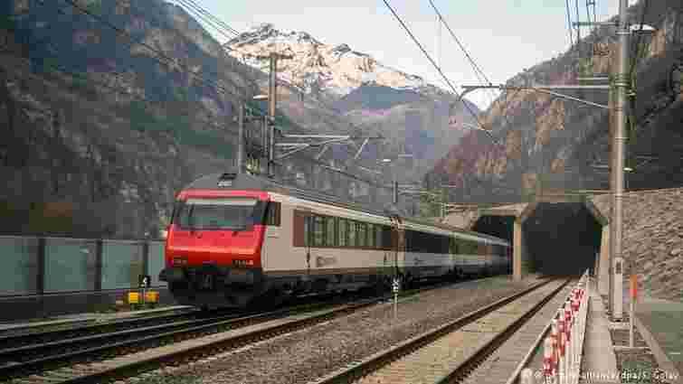 У Швейцарії запрацював найдовший в світі залізничний тунель