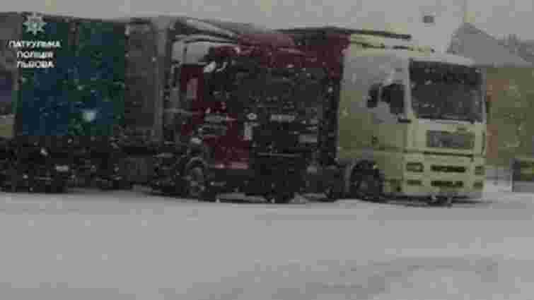 На Львівщині через погоду знову обмежили рух вантажівок