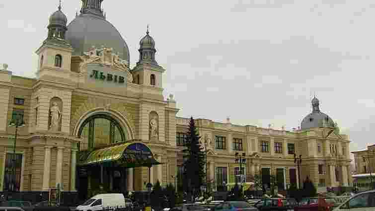 Через повідомлення про замінування вокзалу у Львові евакуювали 300 осіб