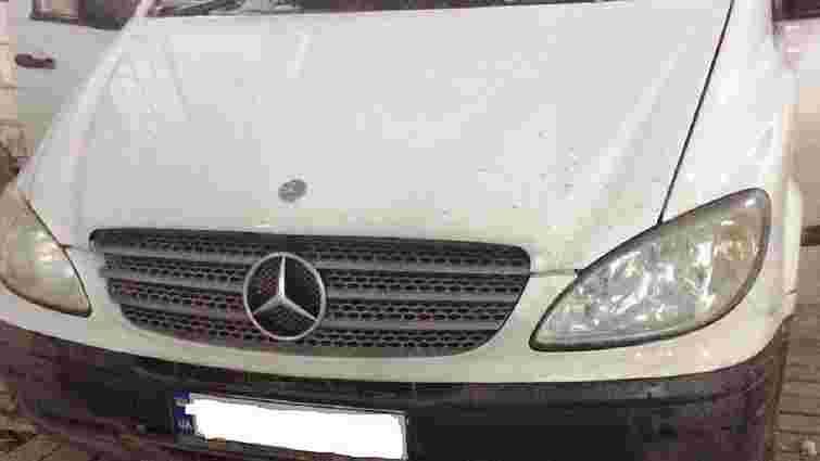 У Краковці за контрабанду сигарет в українця вилучили мікроавтобус