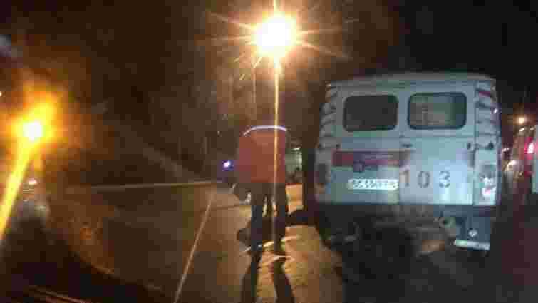 На київській трасі за Львовом авто збило насмерть пішохода