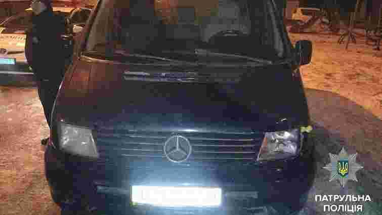 Патрульні встановили особу водія-втікача, який збив у Львові на переході жінку