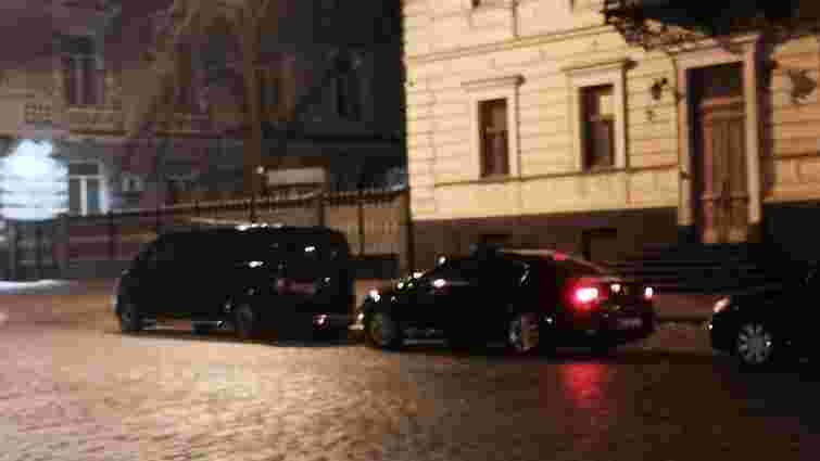 Президент і голова фракції БПП вночі таємно приїхали до СБУ