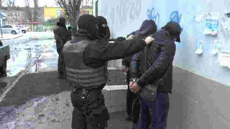 Поліцейські затримали у Херсоні угруповання квартирних злодіїв
