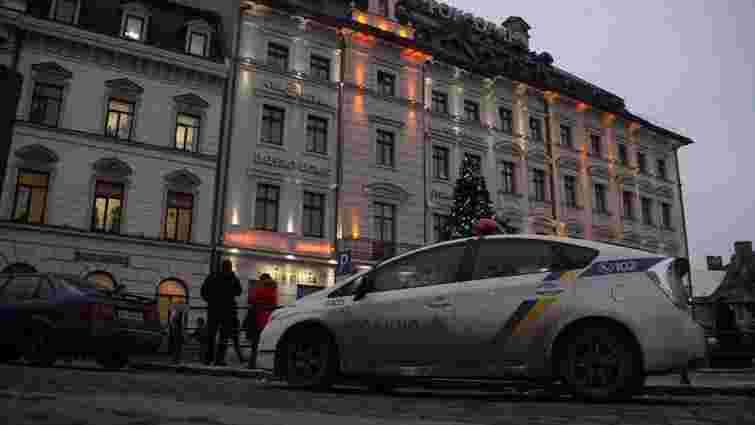 Через повідомлення про замінування з двох торгових центрів Львова евакуювали людей