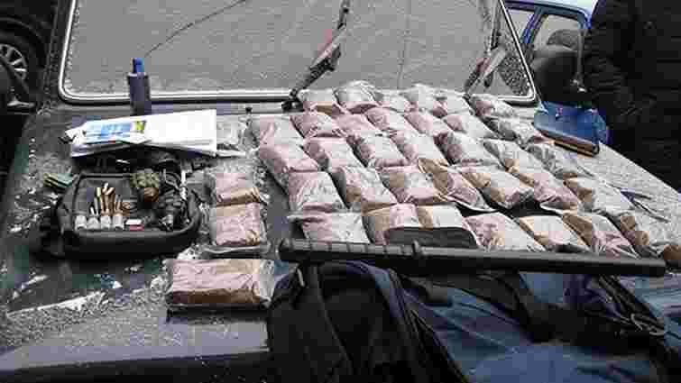 У Кривому Розі затримали наркокур'єра із зброєю та боєприпасами