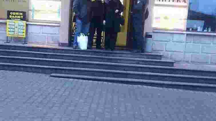 З торгового центру у Львові евакуювали людей через повідомлення про замінування