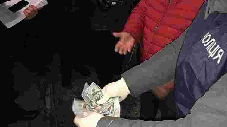 У Херсонській області на хабарі в $4,5 тис. затримали посадовця місцевого відділу ДФС