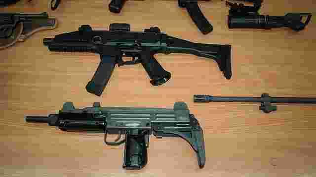 СБУ перекрила потужний канал контрабанди стрілецької зброї світових виробників