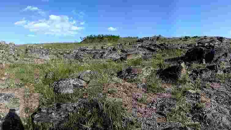 На Донеччині військові під час навчань гранатометами зруйнували скелю в національному парку