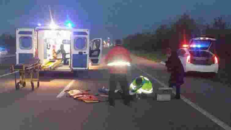 На Рівненщині автомобіль збив жінку-пішохода, постраждала — в реанімації