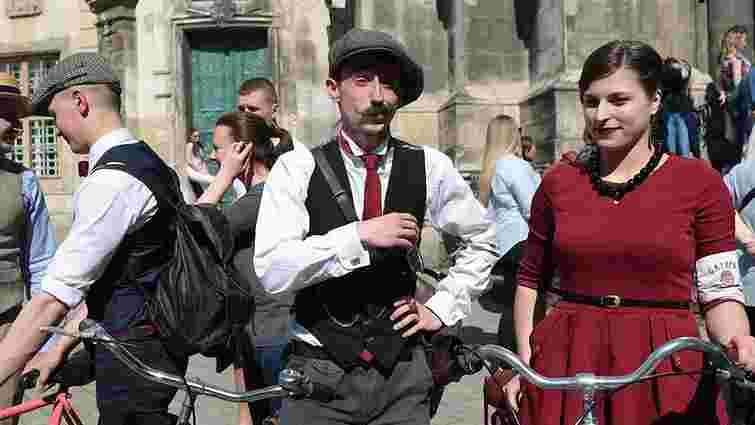 Львівські батяри та батярки влаштували святковий велопроменад