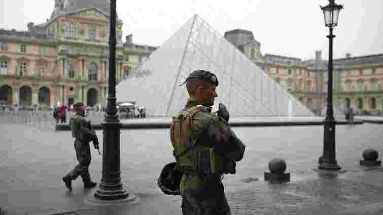 Штаб Макрона у Луврі евакуювали через загрозу безпеці