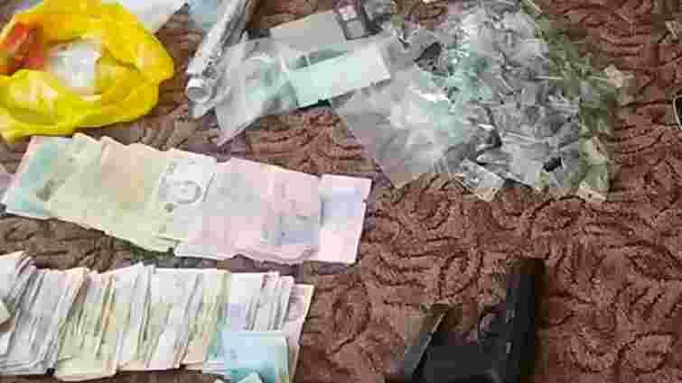 У Черкасах затримали наркодилерів, які впродовж двох років розповсюджували наркотики в області