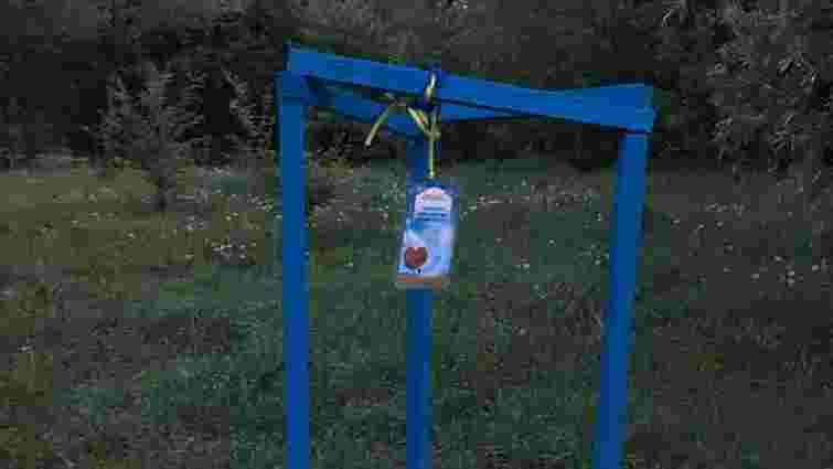 У Чернівцях вандали повидирали молоді дерева з Алеї героїв АТО