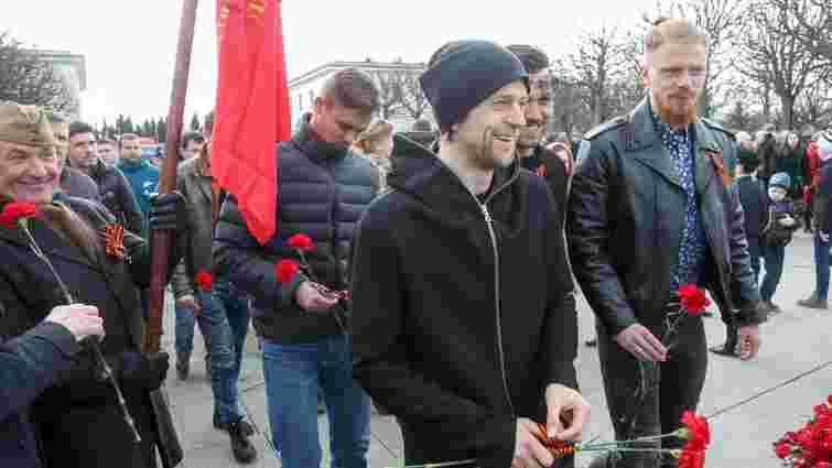Анатолій Тимощук не одягнув георгіївську стрічку під час покладання квітів з нагоди 9 травня