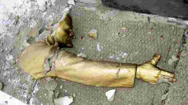 У Києві знесли останній пам'ятник Леніну