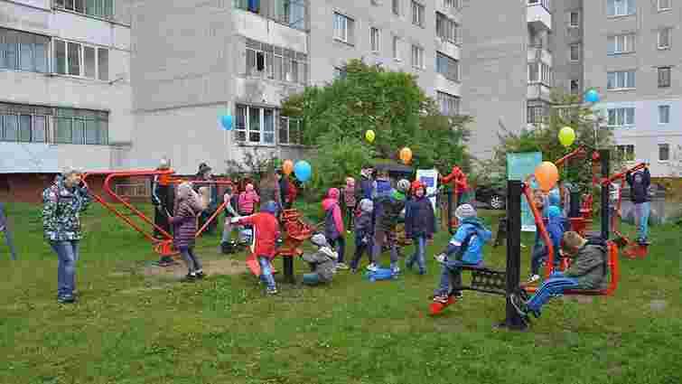 У Львові відкрили майданчик з вуличними тренажерами