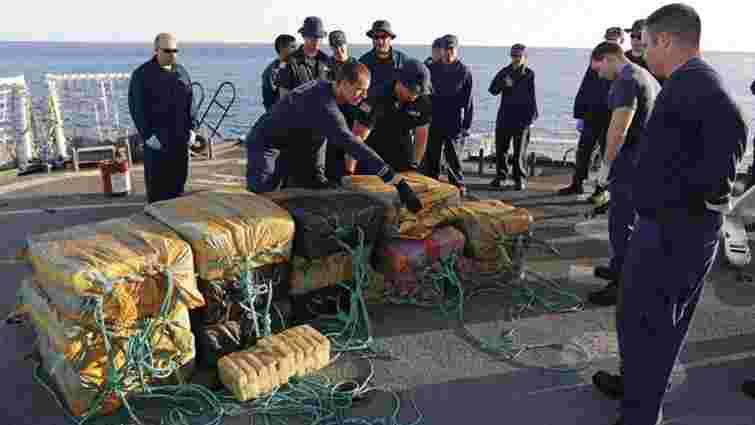 У Тихому океані затримали вантажний корабель з 5,5 тонн кокаїну